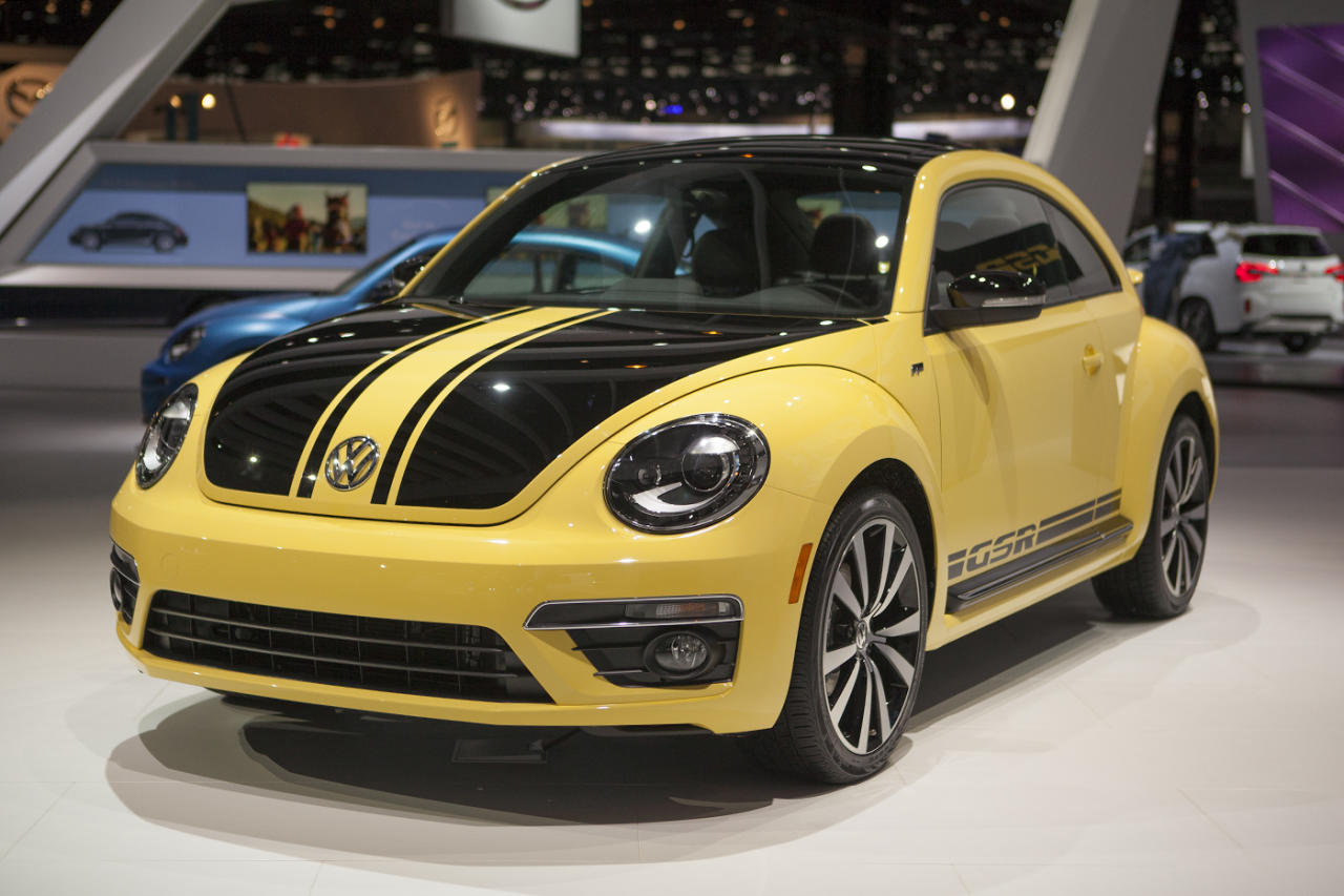 While the yellow/black design is unique and striking, in person the yellow appears light and milky, like the designers ate a bad enchilada and threw up all over the design sheet. The vast use of matte black and large 19-inch alloy wheels do detract somewhat from the vomit-like colorings, but only in a way that reminds you how bad the yellow actually is.
