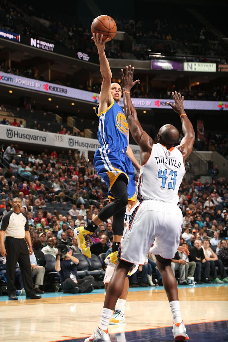 Walker lifts Bobcats past Curry, Warriors 115-111
