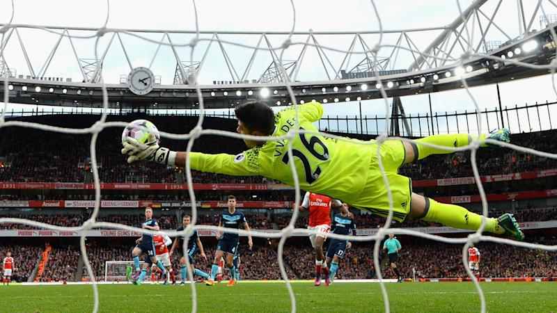 Arsenal top but end of winning run spoils Wenger's birthday