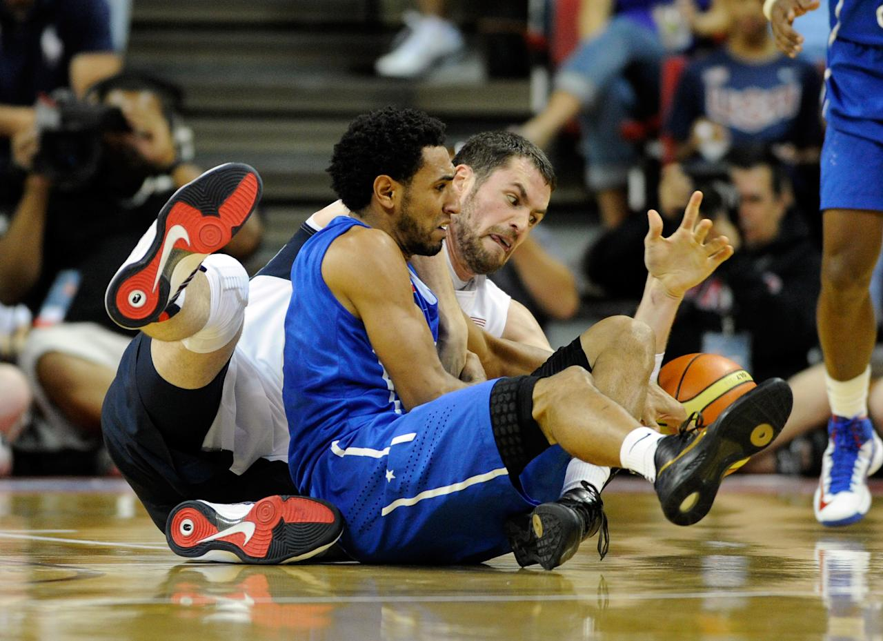 LAS VEGAS, NV - JULY 12: Kevin Love #11 of the US Men's Senior National Team and Edgar Sosa #4 of the Dominican Republic scramble for a loose ball during a pre-Olympic exhibition game at Thomas & Mack Center on July 12, 2012 in Las Vegas, Nevada.  (Photo by David Becker/Getty Images)