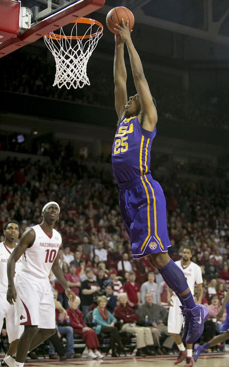 Arkansas downs LSU 81-70 in front of Clinton