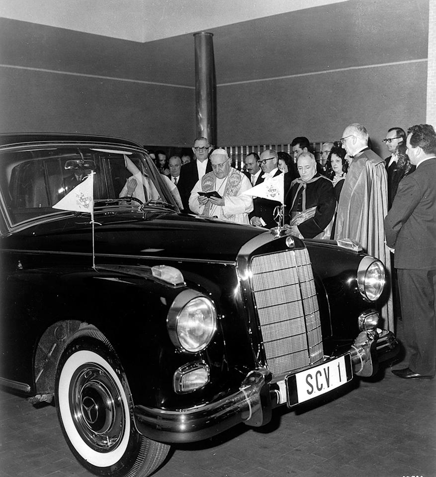 Ceremony in the Vatican's garages: Pope John XXIII spoke about the relationship between the Vatican and Mercedes-Benz when the car was ceremoniously handed over in 1960.