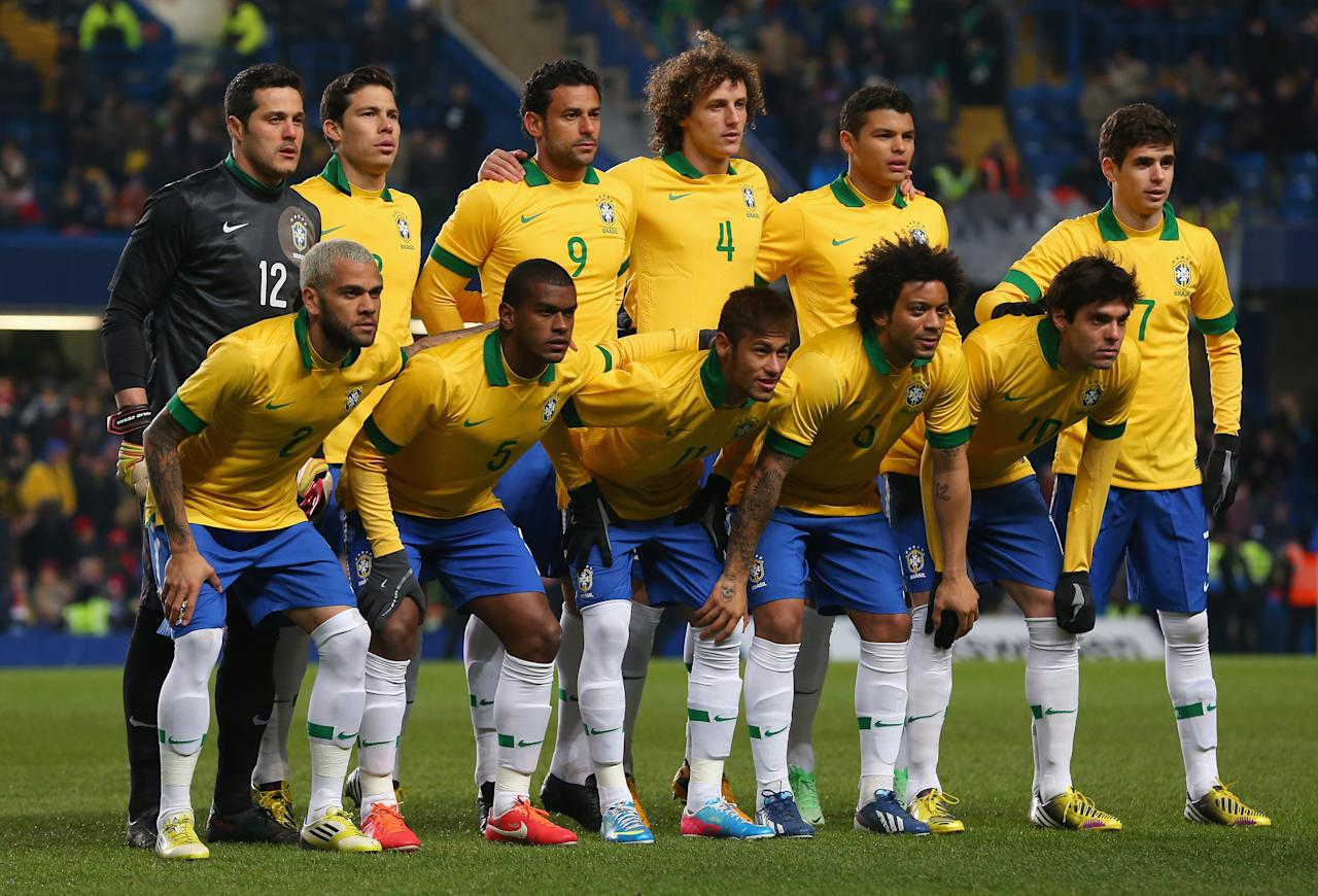 LONDON, ENGLAND - MARCH 25:  The Brazil team line up during the International Friendly match between Russia and Brazil at Stamford Bridge on March 25, 2013 in London, England.  (Photo by Julian Finney/Getty Images)