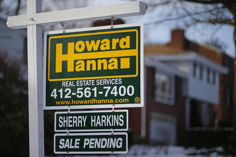 Contracts to buy US homes barely budged in January