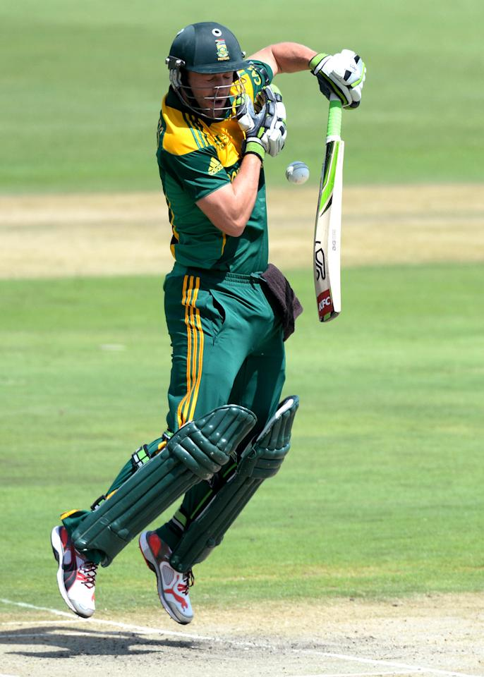 CENTURION, SOUTH AFRICA - DECEMBER 11: AB de Villiers of South Africa fends off a bouncer during the 3rd Momentum ODI match between South Africa and India at SuperSport Park on December 11, 2013 in Centurion, South Africa. (Photo by Duif du Toit/Gallo Images/Getty Images)
