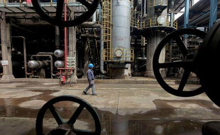 Oil prices drop ahead of producer's meeting