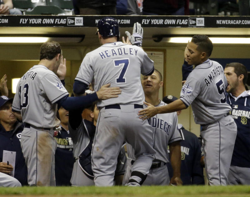 Padres 3B Headley leaves with strained right calf