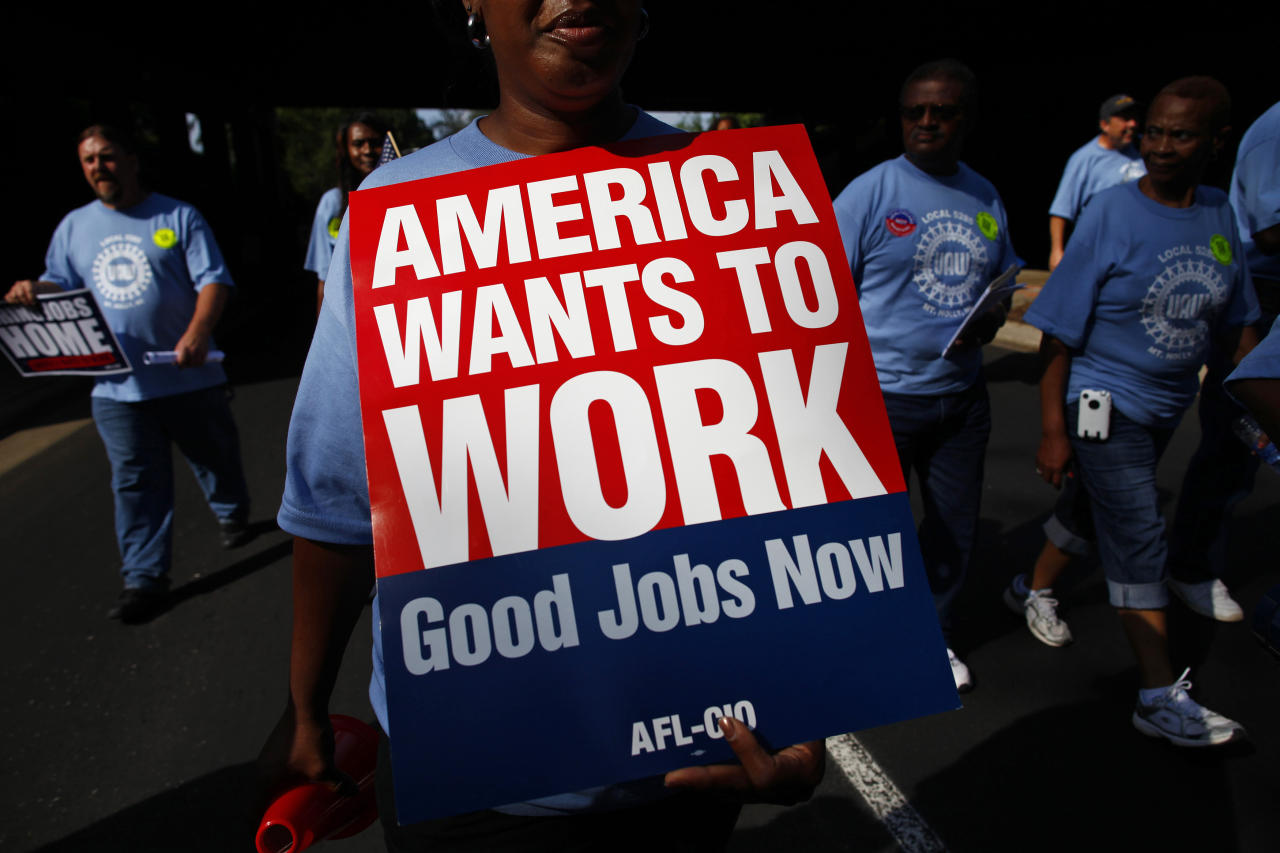 People march in the Charlotte Labor Day Parade in Charlotte, North Carolina September 3, 2012. The Democratic National Convention opens in Charlotte this week. REUTERS/Eric Thayer (UNITED STATES - Tags: POLITICS ELECTIONS CIVIL UNREST BUSINESS EMPLOYMENT)