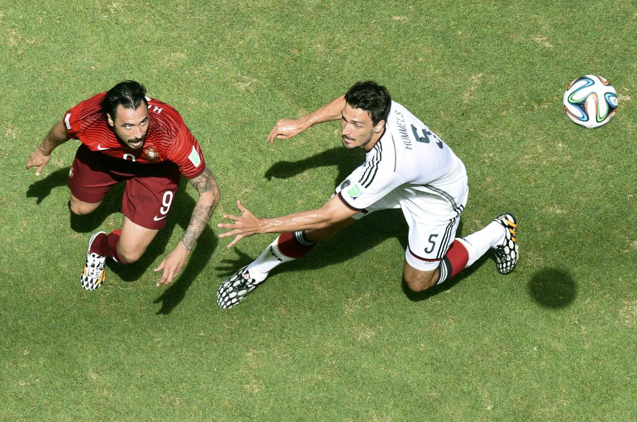 Portugal's Hugo Almeida fights for the ball with Germany's Mats Hummels during their 2014 World Cup Group G soccer match at the Fonte Nova arena in Salvador June 16, 2014. REUTERS/Francois Marit (BRAZIL - Tags: SOCCER SPORT WORLD CUP)