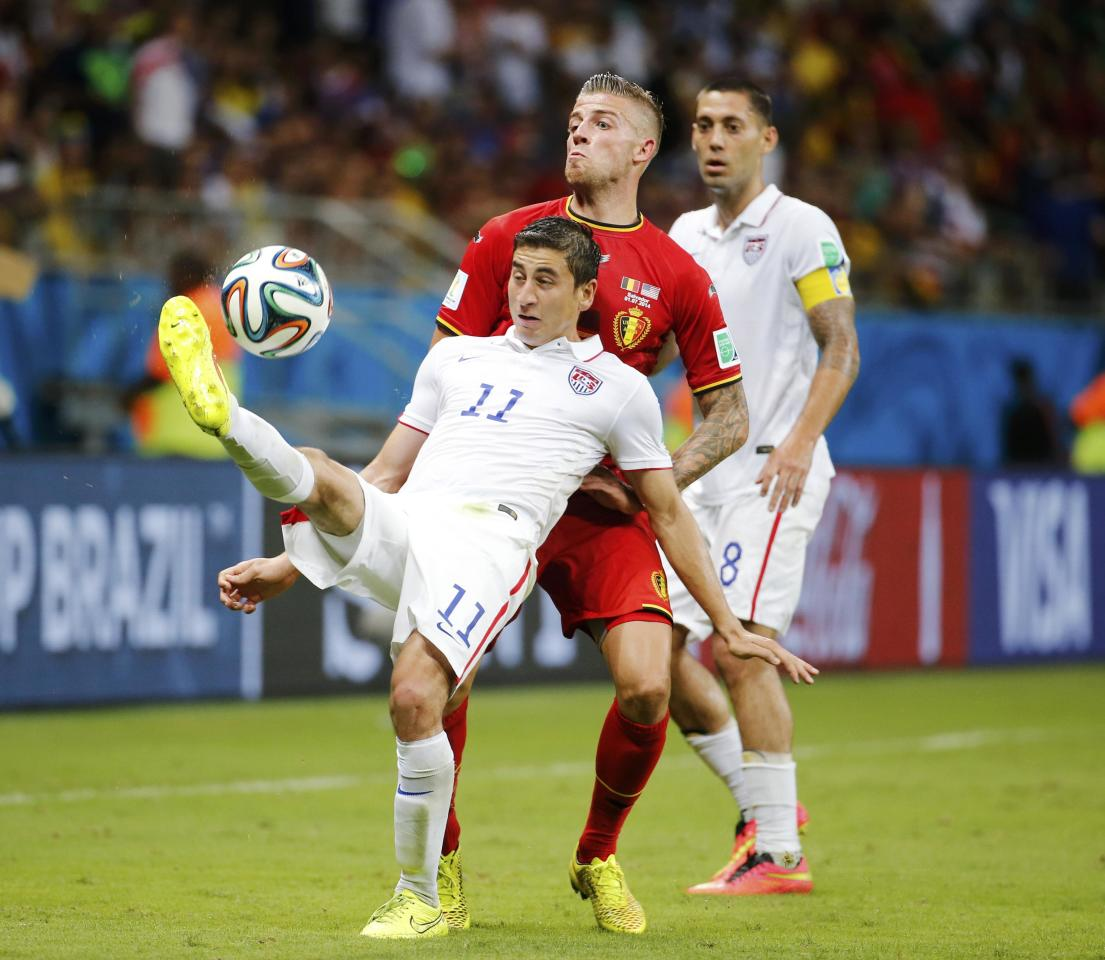 Belgium's Kevin Mirallas (L) kicks the ball in front of Belgium's Toby Alderweireld during their 2014 World Cup round of 16 game at the Fonte Nova arena in Salvador July 1, 2014. REUTERS/Sergio Moraes (BRAZIL - Tags: SOCCER SPORT WORLD CUP)