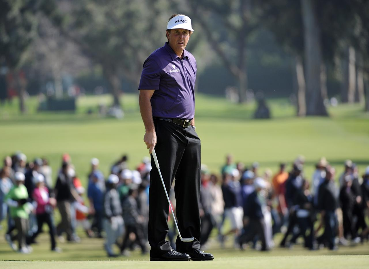 PACIFIC PALISADES, CA - FEBRUARY 18:  Phil Mickelson lines up his putt on the second hole during the third round of the Northern Trust Open at the Riviera Country Club on February 18, 2012 in Pacific Palisades, California.  (Photo by Harry How/Getty Images)