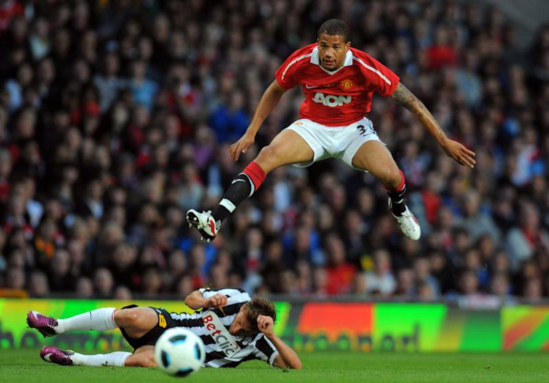 Portuguese forward Bebe (R) shoots past Juventus Italian midfielder Claudio Marchisio during a football match in Manchester, north west England, on May 24, 2011