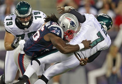 Vick shaken up, Eagles top Patriots 27-17