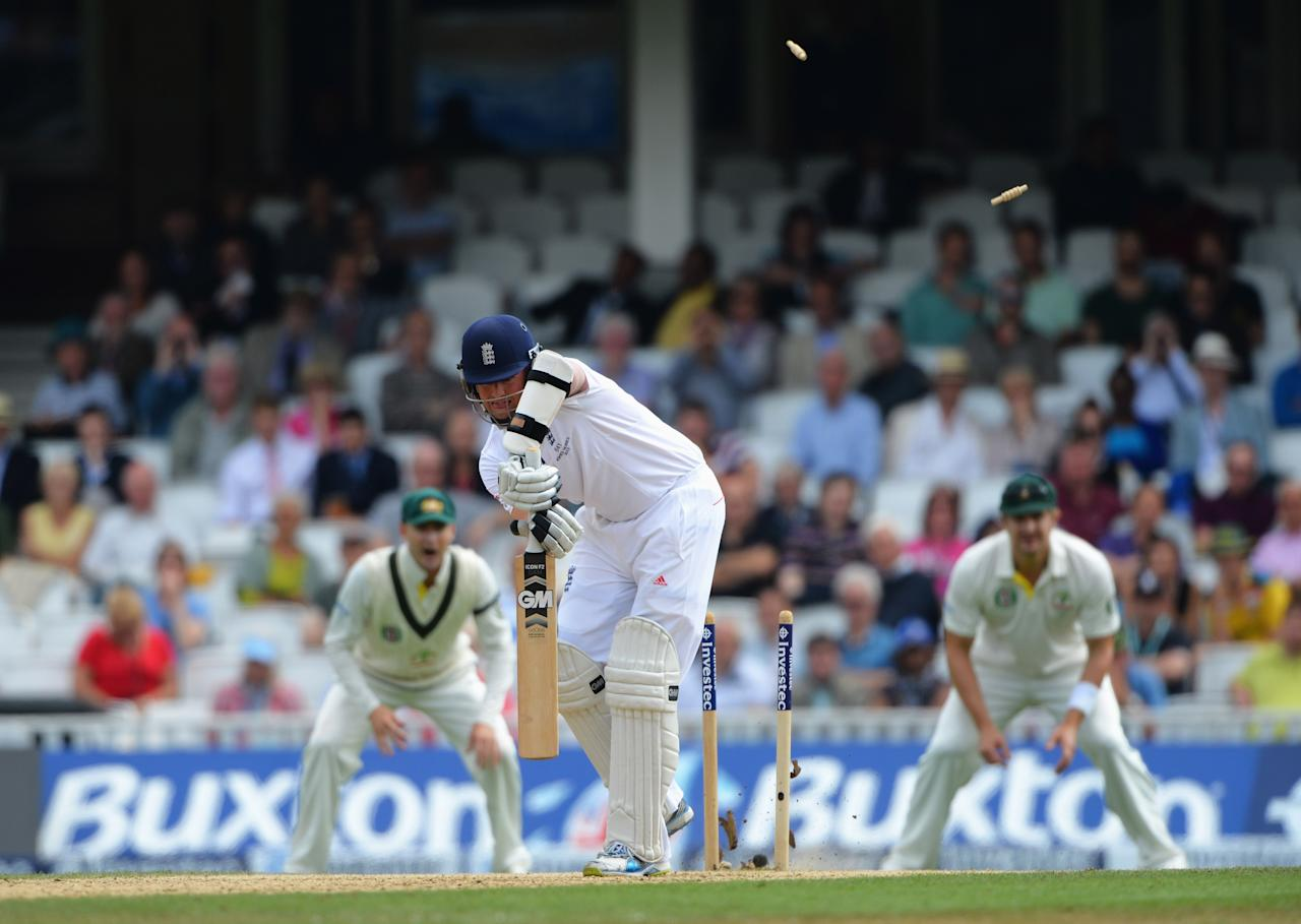 LONDON, ENGLAND - AUGUST 25: Graeme Swann of England is bowled by James Faulkner of Australia during day five of the 5th Investec Ashes Test match between England and Australia at the Kia Oval on August 25, 2013 in London, England. (Photo by Shaun Botterill/Getty Images)