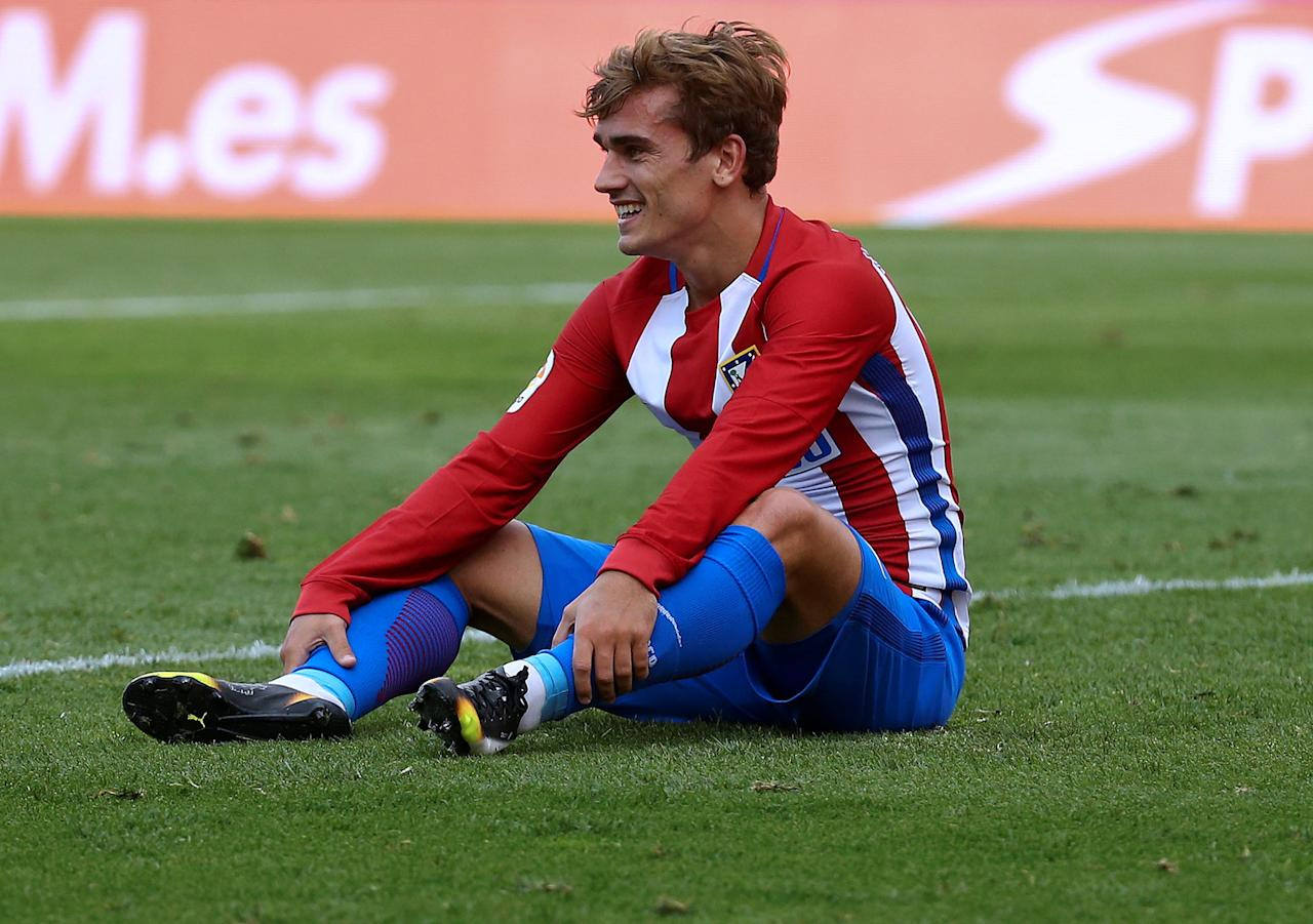 Football Soccer - Spanish Liga Santander - Atletico Madrid v Deportivo Coruna- Vicente Calderon stadium, Madrid, Spain 25/09/16. Atletico Madrid's Antoine Griezmann reacts. REUTERS/Andrea Comas