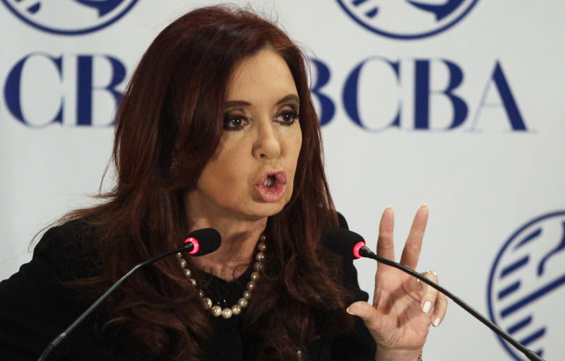 Argentina offers to pay debts with cash & bonds