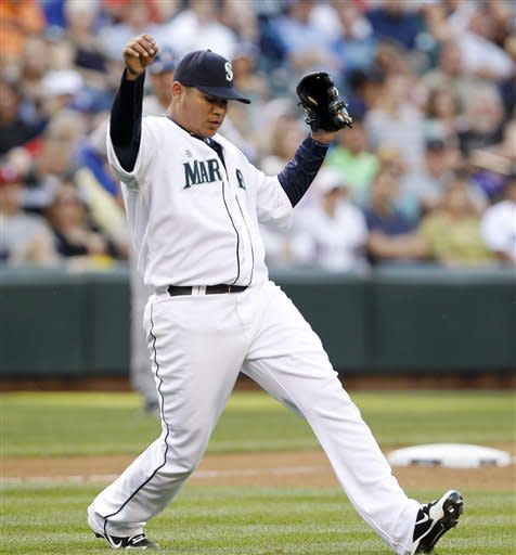 Hernandez fans 12 as Mariners beat Rangers 7-0