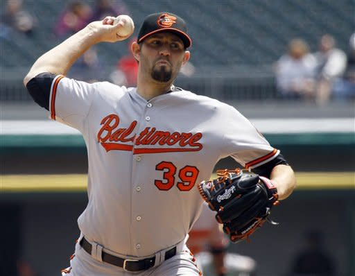 Hammel strikes out 10, Orioles hold off White Sox