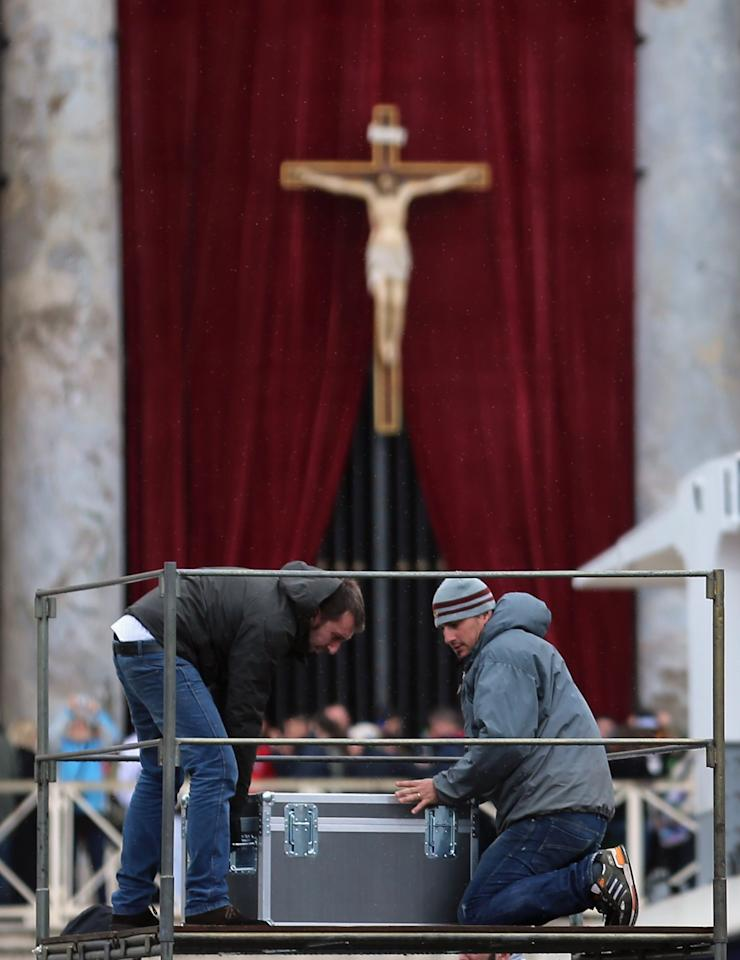 VATICAN CITY, VATICAN - MARCH 18:  Workers prepare a television platform in Saint Peter Square for the inauguration mass on March 18, 2013 in Vatican City, Vatican. The Inauguration Mass for Pope Francis will take place on March 19, the feast day for St. Joseph.  (Photo by Joe Raedle/Getty Images)