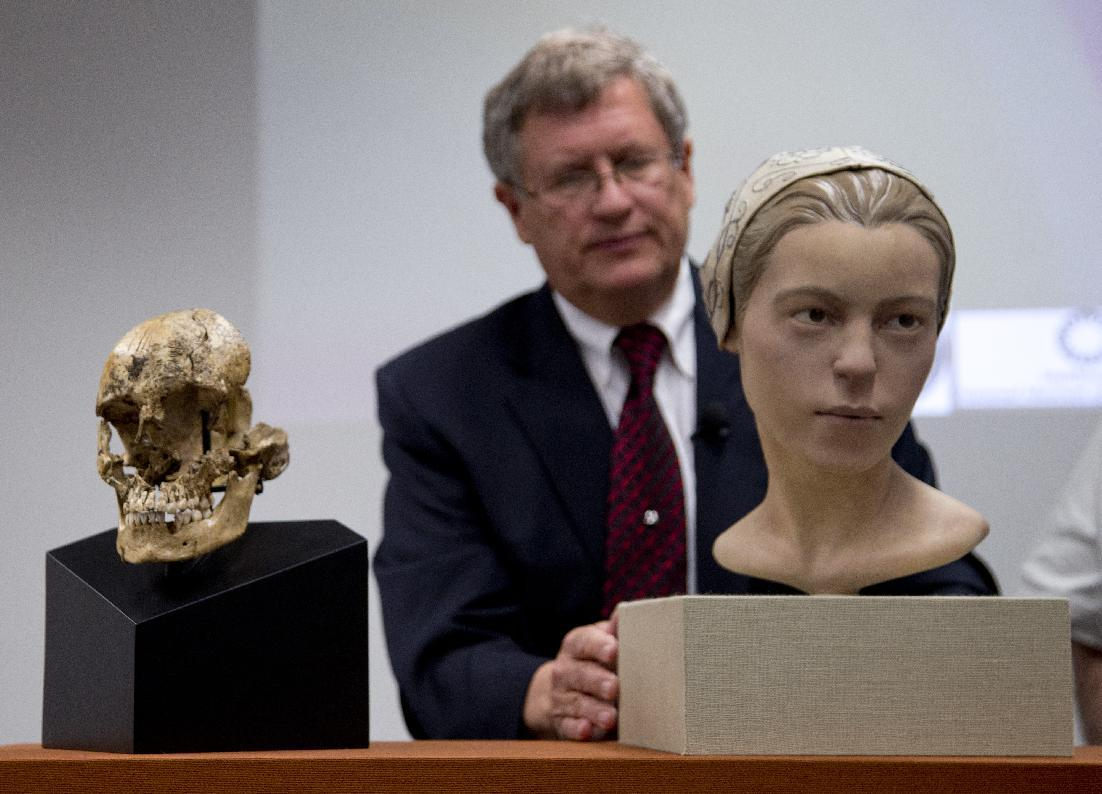 """Doug Owsley, division head for Physical Anthropology at the Smithsonian's National Museum of Natural History, displays the skull and facial reconstruction of """"Jane of Jamestown"""" during a news conference at the museum in Washington, Wednesday, May 1, 2013. Scientists announced during the news conference that they have found the first solid archaeological evidence that some of the earliest American colonists at Jamestown, Va., survived harsh conditions by turning to cannibalism presenting the discovery of the bones of a 14-year-old girl, """"Jane"""" that show clear signs that she was cannibalized. (AP Photo/Carolyn Kaster)"""