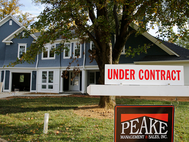 Contracts to buy US homes hit highest level since April