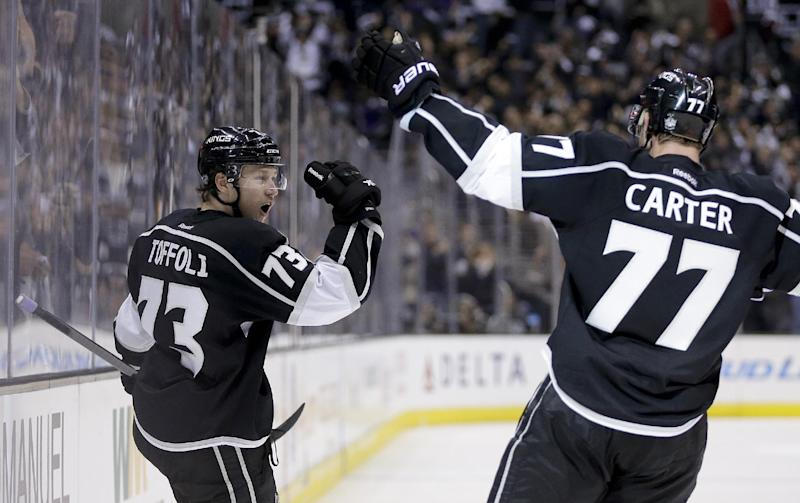 Carter leads Kings past Chicago 4-3 in West final