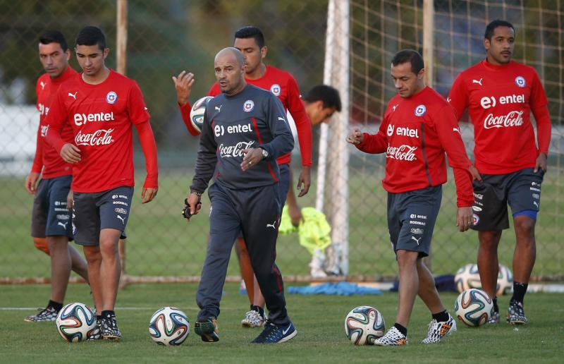 Chile's national soccer team coach Sampaoli and players attend a training session at Toca da Raposa II in Belo Horizonte