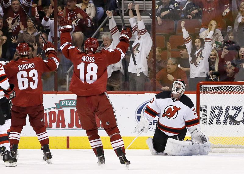 Coyotes hold off Devils 3-2