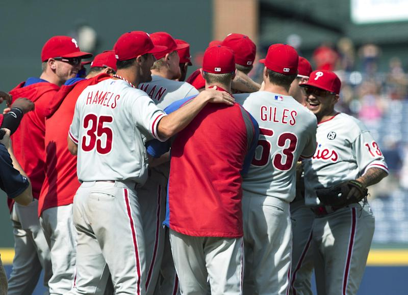 Hamels, 3 Phils relievers combine to no-hit Braves