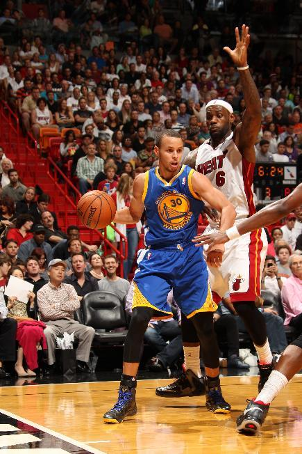 Curry's 36 leads Warriors past Heat, 123-114