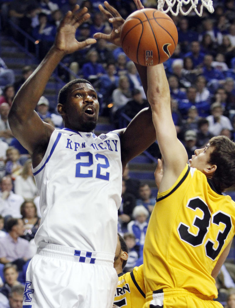 Kentucky, Michigan State stay 1-2 in AP poll