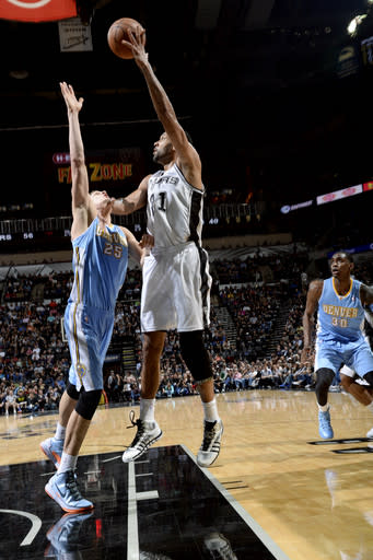 Duncan leads Spurs over Nuggets 108-103