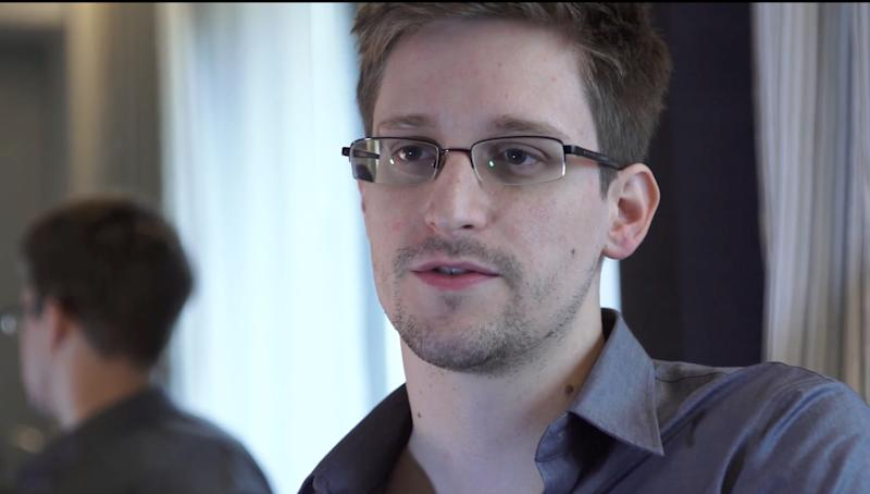 Snowden leaves airport after Russia grants asylum