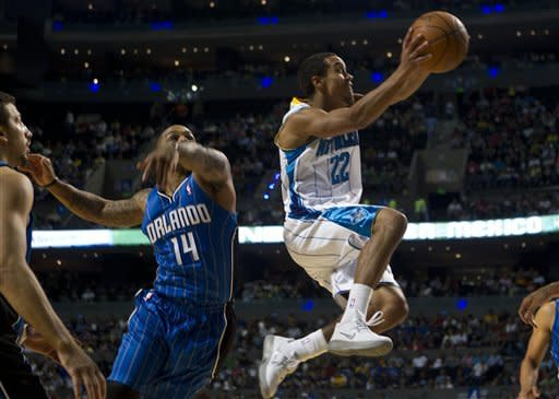Hornets beat Magic 85-80 in Mexico City