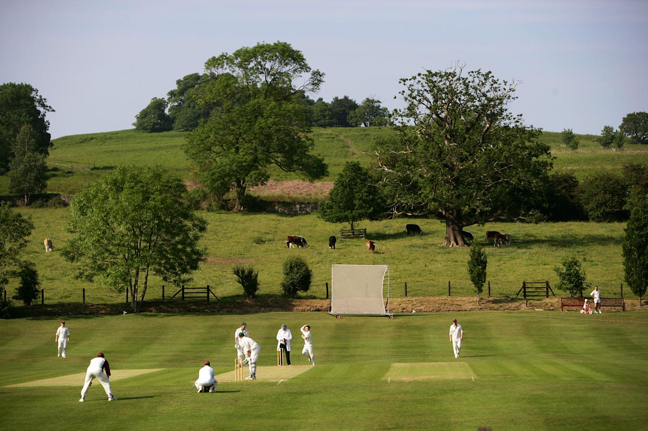 MARKFIELD, ENGLAND - JUNE 09: A general view of play of Markfield Cricket Club on the edge of Bradgate Park on June 09, 2007 in Leicester, England.  (Photo by Laurence Griffiths/Getty Images)
