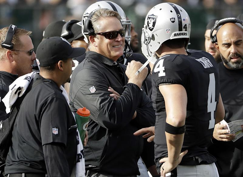 Oakland Raiders quarterback Derek Carr injured his finger, but he still led them to victory. (AP)