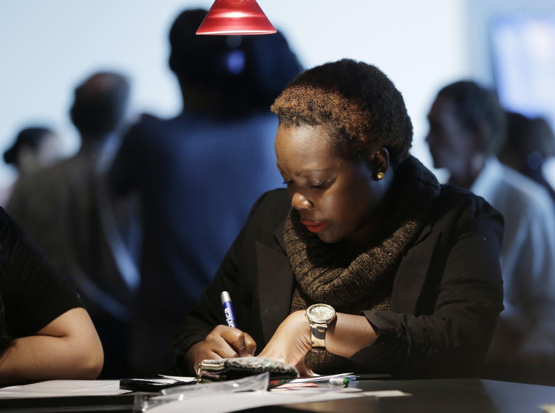 Sharp fall in US jobless claims boosts outlook