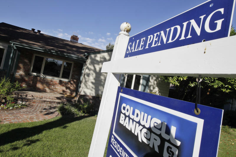 Contracts to buy US homes fell slightly in August
