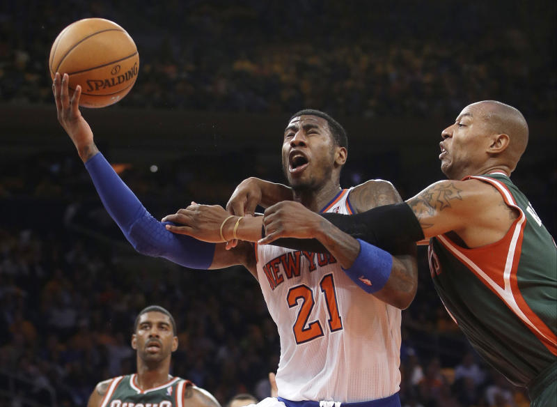 Knicks blow 25-point lead but beat Bucks 90-83