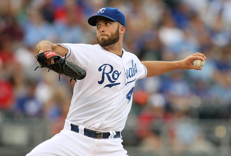 Perez helps Royals struggle to 3-2 win over Twins