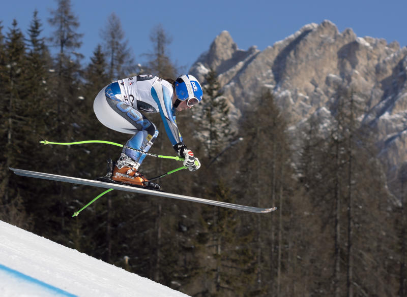 Cook charges to Sochi between Cortina's cliffs