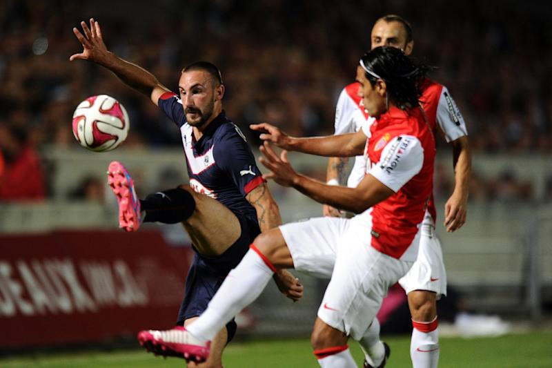 Monaco's forward Radamel Falcao (R) vies with Bordeaux's defender Diego Contento (L) during their French L1 football match on August 17, 2014