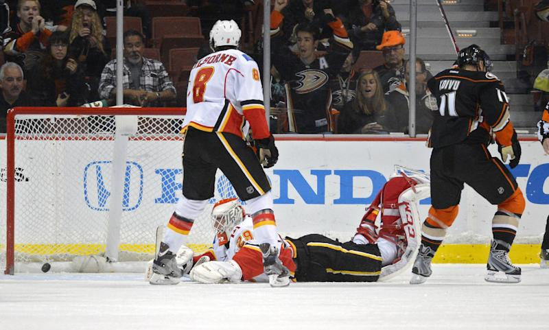 Ducks beat Flames at home for 18th straight time