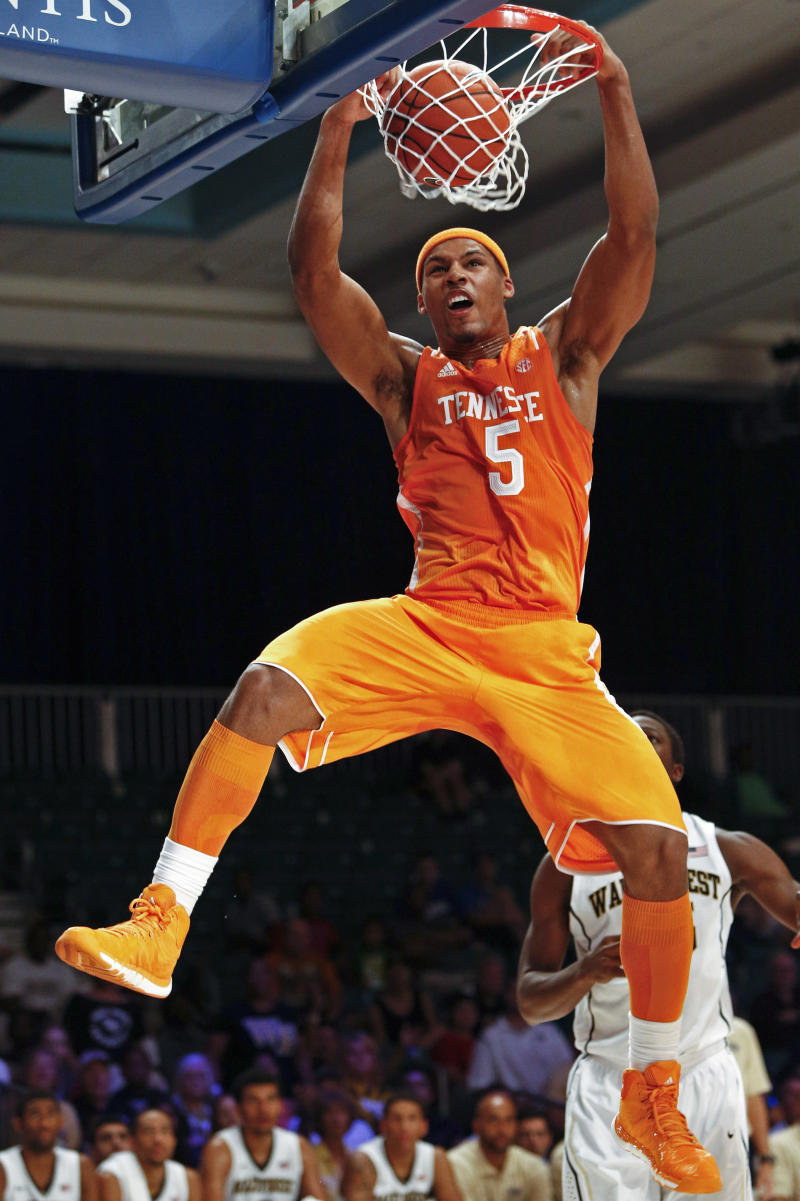 Tennessee rolls past Wake Forest, 82-63