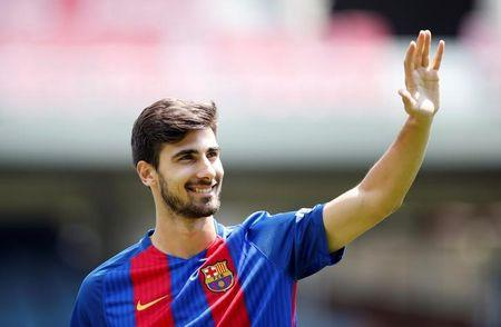 FC Barcelona's newly signed soccer player Andre Gomes waves to the crowd during his presentation at Miniestadi stadium in Barcelona, Spain, July 27, 2016.  REUTERS/Albert Gea