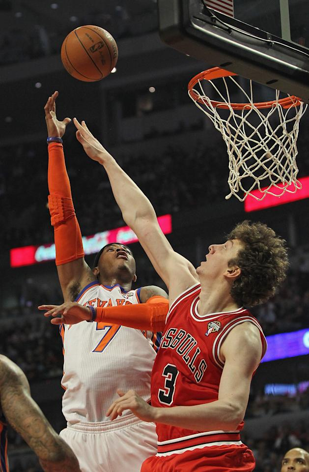 CHICAGO, IL - MARCH 12:  Carmelo Anthony #7 of the New York Knicks puts up a shot over Omer Asik #3 of the Chicago Bulls at the United Center on March 12, 2012 in Chicago, Illinois. NOTE TO USER: User expressly acknowledges and agrees that, by downloading and or using this photograph, User is consenting to the terms and conditions of the Getty Images License Agreement.  (Photo by Jonathan Daniel/Getty Images)