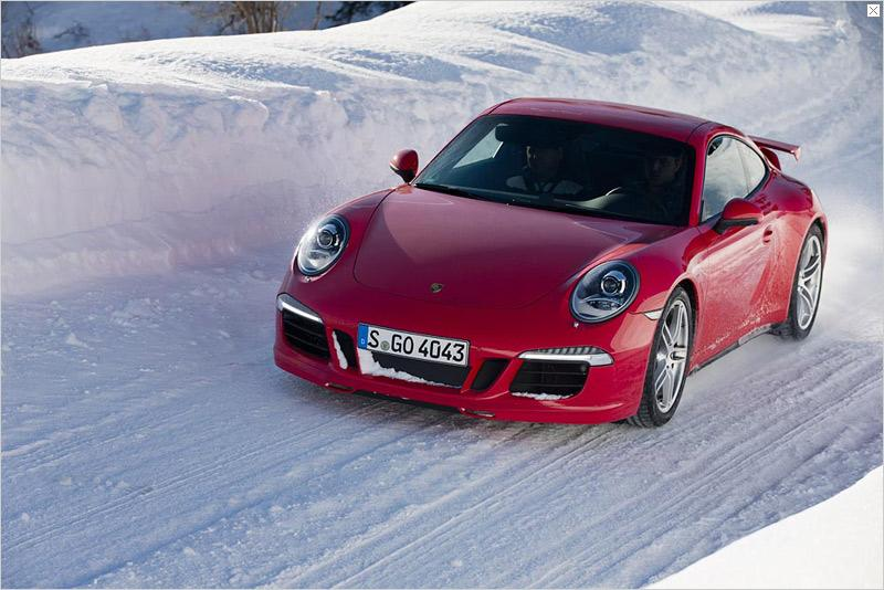Many 911 customers enjoy driving in snow and ice also in Alpine countries like Switzerland: vehicle sales have been growing there year after year. Alongside the Cayenne, the sports car icon is the most successful model in Switzerland. Last year alone, 656 vehicles were delivered to customers there. And the 911 is popular in Switzerland not only as a coupé.