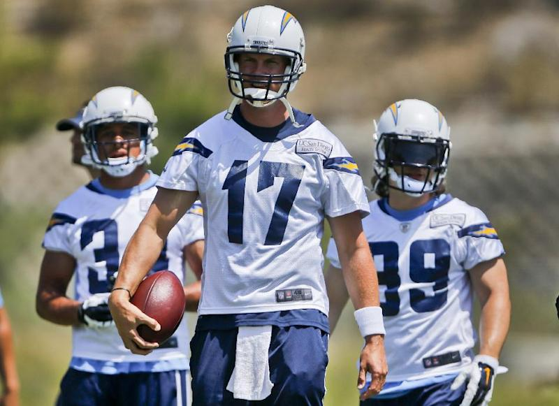 Te'o back practicing with Chargers teammates