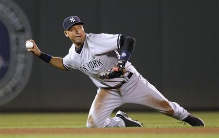 New York Yankees shortstop Derek Jeter cannot throw out Minnesota Twins' Jamey Carroll in Minneapolis