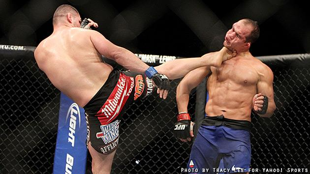 Cain Velasquez kicks Junior dos Santos in the face. (Courtesy: Tracy Lee for Y! Sports)